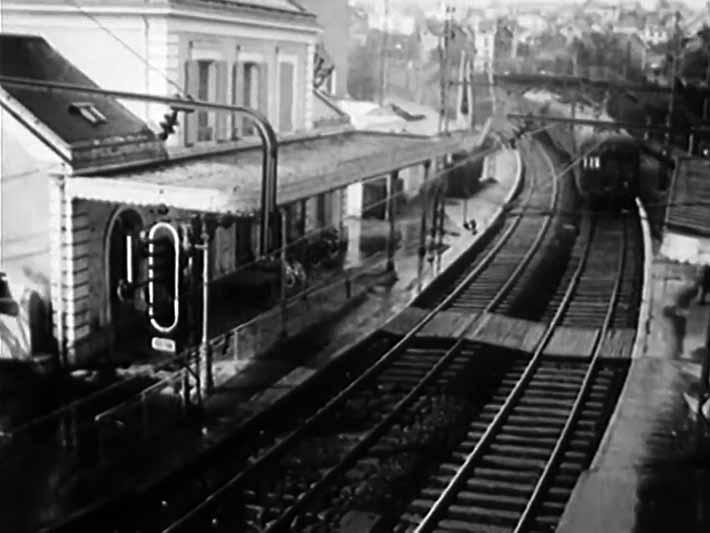 La gare de Fontenay-aux-Roses, vue d'une passerelle